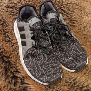 Women's Adidas XLR cloudfoam sneakers